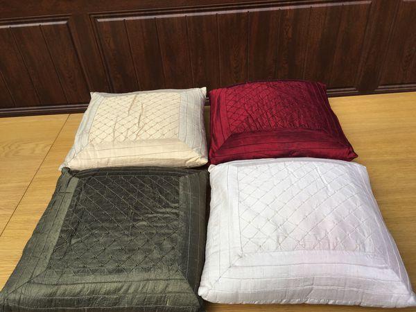 Set of 4 silk pillows