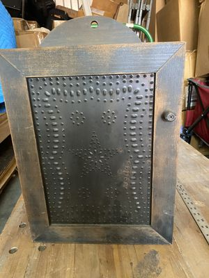 Hanging cabinet antique for Sale in Lilburn, GA