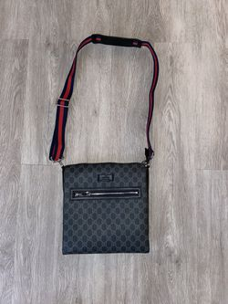 Gucci Messenger Bag for Sale in WILOUGHBY HLS,  OH