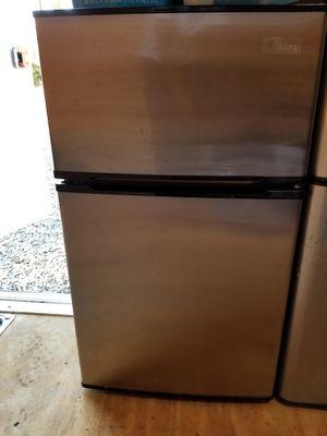 2 refrigerator 2 microwaves for Sale in Riverside, CA