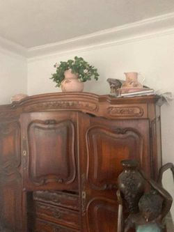 Beautiful Antique Armoire for Sale in Biscayne Park,  FL