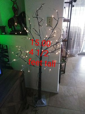 4 1/2 ft decorative birch tree ,has multiple light settings for Sale in Fort Lauderdale, FL