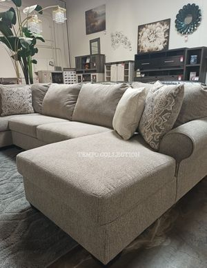BARANELLO LARGE SECTIONAL INCLUDING DECORATIVE PILOWS. IN STOCK. DELIVERY AVAILABLE. for Sale in Garden Grove, CA