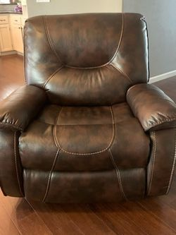 Electric Recliner for Sale in Puyallup,  WA