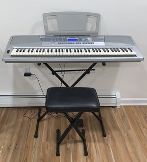Yamaha Portable Grand DGX-200 Electronic Keyboard with Accessories for Sale in Westampton, NJ