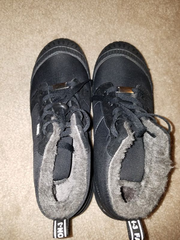 New big kids, youth size 7 fur lined black snow boots