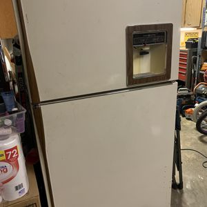 GE Fridge/Freezer for Sale in Woodburn, OR