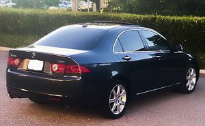 Color Black 2OO5 Acura One Owner 1000$ for Sale in Tampa, FL