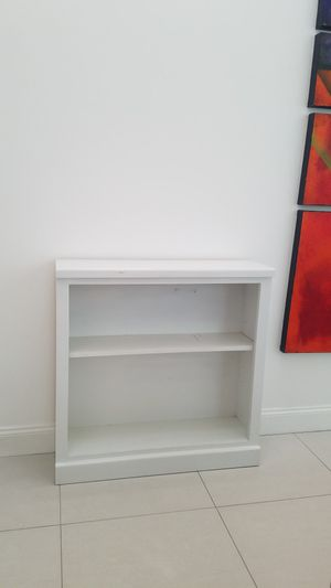 Solid wood bookshelve for Sale in Fort Lauderdale, FL