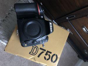Nikon D750 24.3MP Digital SLR Camera for Sale in Burtonsville, MD