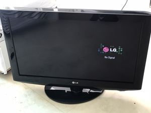 tv lg 32 inch like new with remote for Sale in Miami Beach, FL