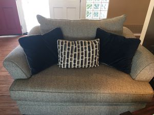 Great Love Seat with 3 pillows for Sale in Vista, CA