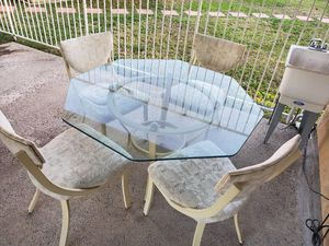 """out door patio dining glass 52"""" table set wirh 4 chairs for Sale in Santa Fe Springs, CA"""