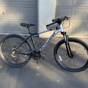 Schwinn AL Comp mountain bike, 21 speeds, 27.5-inch wheels, grey for Sale in Tempe, AZ