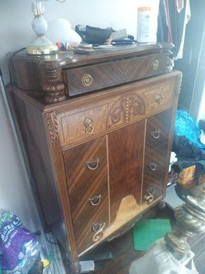 Chest,post bed,dest,end tables,lamp for Sale in Detroit, MI