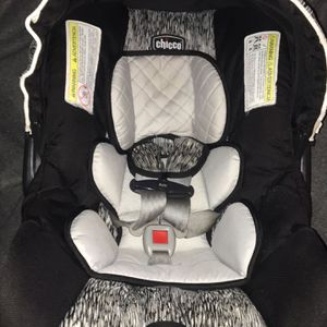 Chicco Keyfit 30 Car Seat WITH BASE for Sale in Murfreesboro, TN