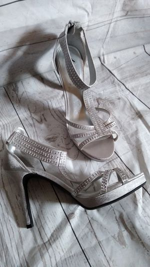 Beautiful Fioni Night Sandals , women's size 8.5 ( excellent condition ) for Sale in Frederick, MD