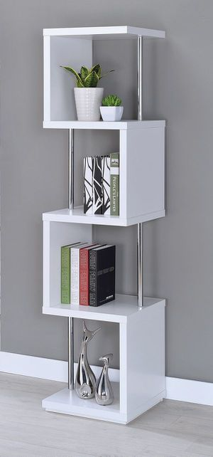 BOOKCASE WHITE AND CHROME for Sale in Hialeah, FL
