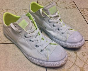 CONVERSE CHUCK TAYLOR ALLSTAR CORE LOW TOP Sneakers: (Children's Size 6 US; Women's Size 8 US) for Sale in Phoenixville, PA