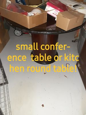 Small comfort table or kitchen table for Sale in Tampa, FL