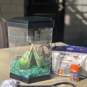 Aquarium 3-4 Gallon w/ Light & Filter for Sale in Long Beach, CA