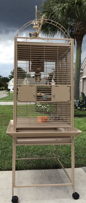 Play Top High End Pet Bird Cage - 4 Months Old for Sale in Bluffton, SC