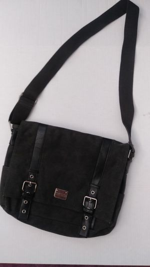 Kenneth Cole reaction canvas messenger bag for Sale in Schiller Park, IL