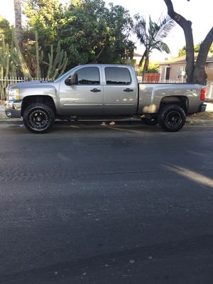 Silverado 2500 4x4 for Sale in Los Angeles, CA