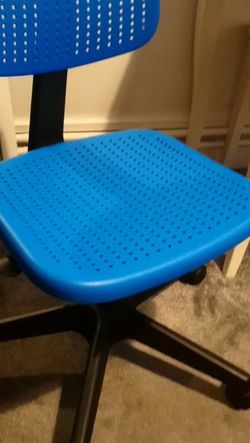 IKEA ALRIK Kid's Swivel Office Chair, adjustable, blue for Sale in Auburn,  WA