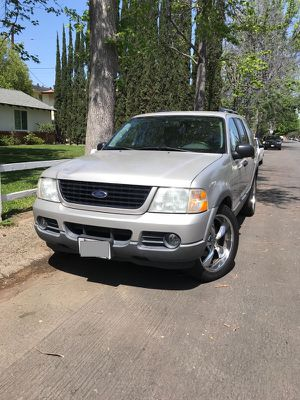 2003 Ford Explorer V8 for Sale in Los Angeles, CA
