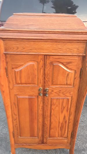 A jury Hideaway cabinet antique for Sale in Hesperia, CA