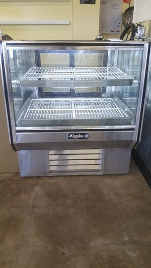 Refrigerated bakery display like new for Sale in Prague, OK