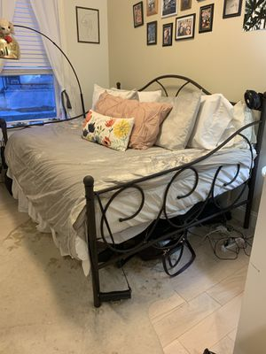 Metal day bed for Sale in Queens, NY