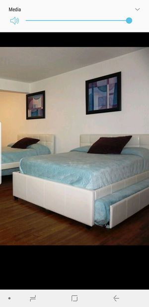 Full bed with a twin bed for Sale in Miami, FL