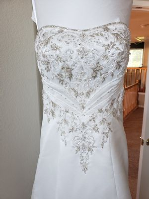 Allure Bridals Size 4 Wedding Dress for Sale in Martinez, CA