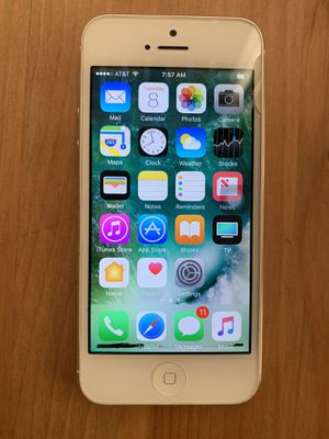 iPhone 5 for Sale 16gb unlocked for Sale in Milpitas, CA