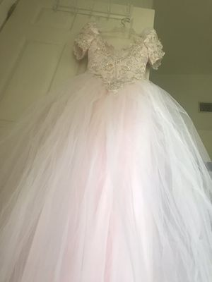 Princess style wedding gown for Sale in Lakeland, FL