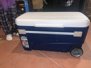 Igloo max cold 110 wheeled cooler for Sale in Fontana, CA