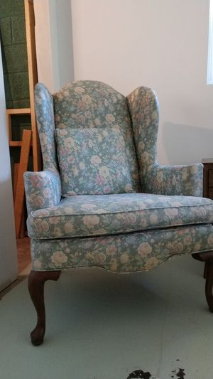 Ethan allen wingback chair for Sale in Glen Mills, PA