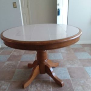 Really nice small kitchen table for Sale in Milton, FL