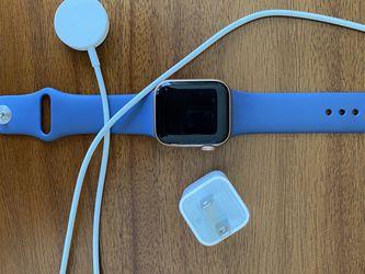 Apple Watch Series 5 Gold Aluminium Case for Sale in Fairfax,  VA