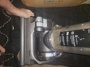 Dyson dc 33 vacuum for Sale in Temecula, CA
