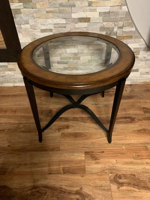 """Beautiful round table !!! 24"""" H 28"""" D for Sale in Vancouver, WA"""
