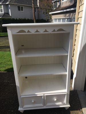 White solid wood Stanely bookcase ~ Good condition !! for Sale in Lake Oswego, OR