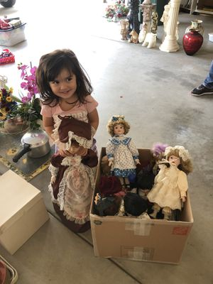 A lot of collectible dolls and porcelains for Sale in Fresno, CA
