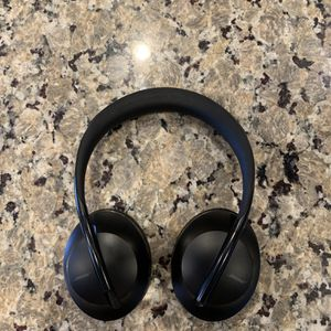 BOSE NOISE CANCELING HEADPHONES 700 for Sale in Garden Grove, CA