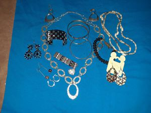 Bag of Women's costume jewelry for Sale in Chicago, IL