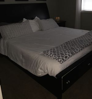 King Bedroom Set- Black Sleigh Bed w/Drawers for Sale in Tacoma, WA