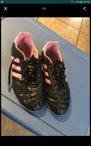 Girls Adidas soccer shoes size 5 for youth in good condition $10 firm for Sale in South Gate, CA