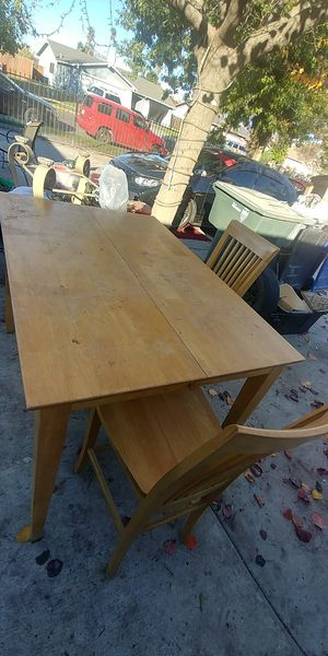 Extendable kitchen table with 4 chairs for Sale in Fresno, CA